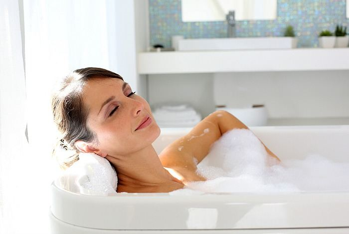 home remedies for psoriasis - taking a bath