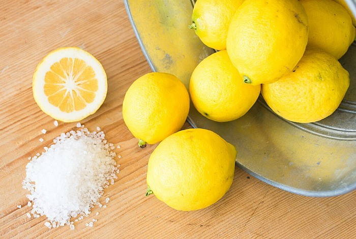 home remedies for bad breath - lemon juice, water, and salt