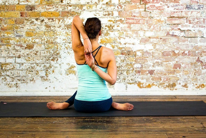 how to straighten spine with elevated shoulder